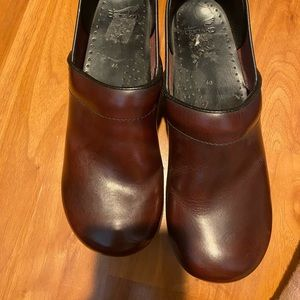red/burgundy dansko clogs
